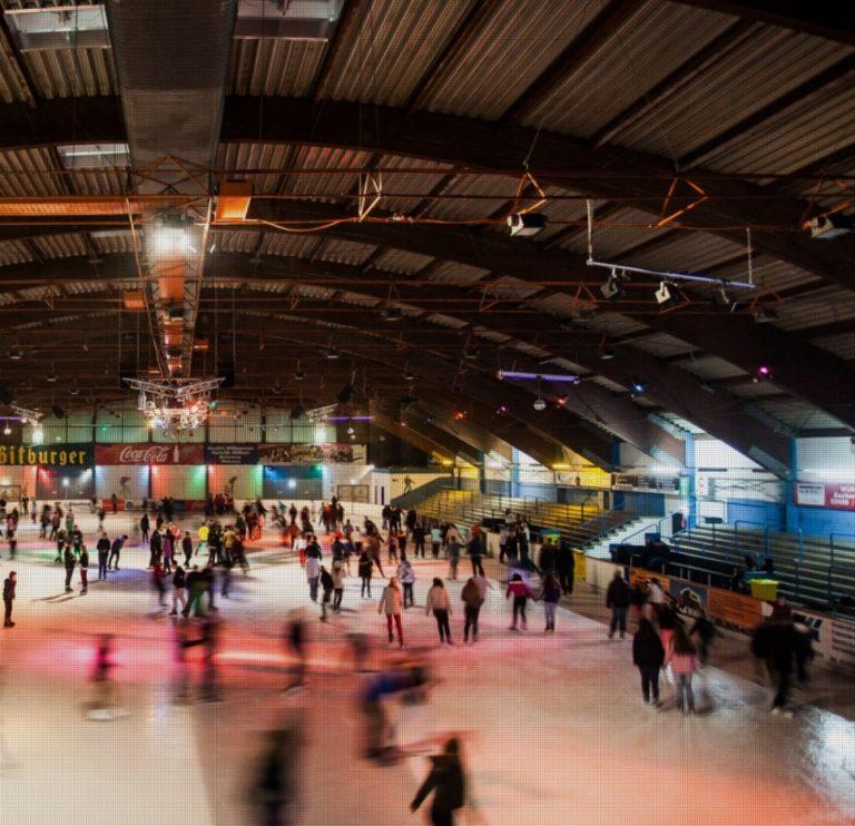 Eilaufen in der Eissporthalle 100,5 Arena am Tivoli