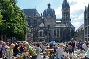 Altstadtflohmarkt am Aachener Dom