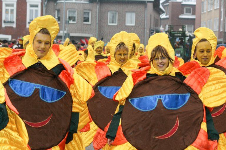 Rosenmontagszug Karnevalszüge Aachen Herzogenrath Alsdorf Würselen Kinderzug Stadtteilumzüge